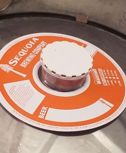 1 color keg collar sample without adhesive placed on keg with white keg cap