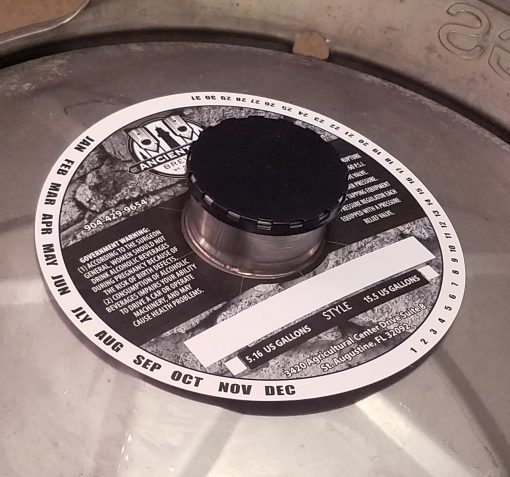 1 color black and white keg collar placed on 1/2 barrel